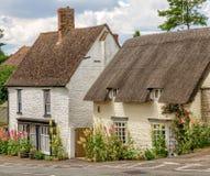 Cabañas en el gran pueblo de Milton, Oxfordshire, Inglaterra Foto de archivo
