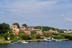 Cabañas rojas en Brandaholm, Suecia Fotos de archivo libres de regalías