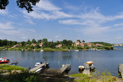 Cabañas rojas en Brandaholm, Suecia Imágenes de archivo libres de regalías