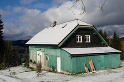 Cabaña en el invierno Imágenes de archivo libres de regalías