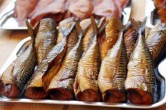 Caballa ahumada en mercado de pescados Fotos de archivo libres de regalías