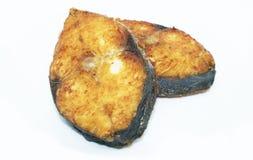 Caballa frita en el fondo - comida de pescados deliciosa sana fotografía de archivo