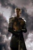 Caballero antiguo en armadura del metal Imagenes de archivo