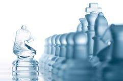Caballero del ajedrez contra todos los pedazos Fotografía de archivo