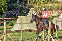 Caballero Jousting On Horseback imágenes de archivo libres de regalías