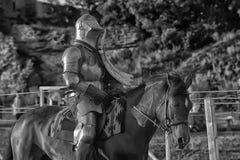 Caballero Jousting On Horseback foto de archivo