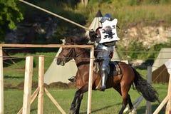 Caballero Jousting On Horseback fotos de archivo libres de regalías