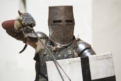 Caballero medieval con la armadura imagen de archivo