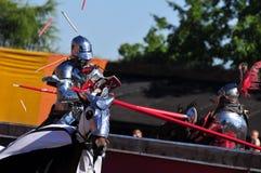 Caballeros medievales. El Jousting. Fotos de archivo