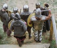 Caballeros medievales en batalla fotos de archivo