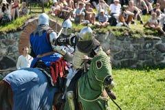 Caballeros que luchan a caballo Fotos de archivo libres de regalías