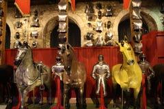 Caballeros y armadura en la torre de Londres imagen de archivo libre de regalías