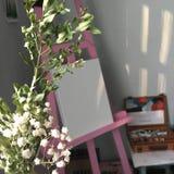 Caballete rosado del artista Imagen de archivo
