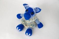 Caballo azul del juguete en un regalo Foto de archivo