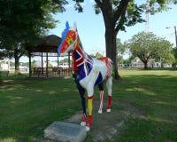 Caballo de 14 banderas, Sallisaw, arte de la calle principal de la AUTORIZACIÓN Imagenes de archivo