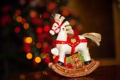 Caballo de cerámica de la Navidad Decoración de la Navidad Foto de archivo