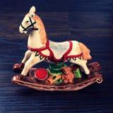 Caballo de cerámica del juguete del vintage Fotos de archivo