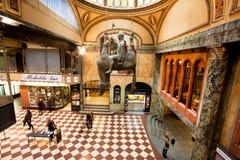 Caballo de la escultura de Famouse dentro del palacio de Lucerna Imágenes de archivo libres de regalías