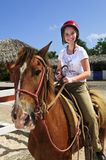 Caballo de montar a caballo de la muchacha Imágenes de archivo libres de regalías