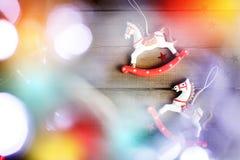 Caballo del juguete del vintage con las luces de la Navidad Imagen de archivo