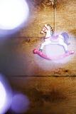 Caballo del juguete del vintage con las luces de la Navidad Foto de archivo libre de regalías
