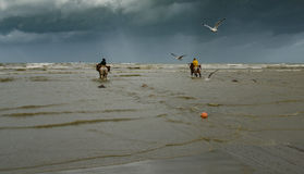 A caballo pescadores del camarón Fotos de archivo