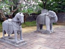 Caballo y elefante de piedra Foto de archivo