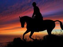 Caballo y Rider Silhouette Sunset foto de archivo libre de regalías