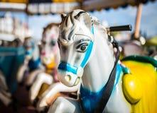 Caballos del parque de atracciones en un carrusel Fotos de archivo