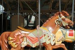 Caballos en un carrusel tradicional de Jane s del parque de atracciones en Brooklyn Fotos de archivo libres de regalías