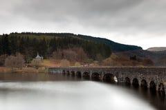 caban coch för bro över Arkivbild