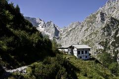 Cabana alpina imagens de stock