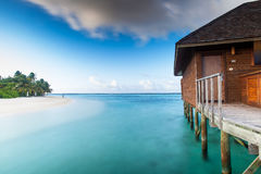 A cabana da água de Maldivas fotos de stock royalty free