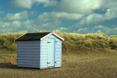 Cabana da praia nas dunas de areia. Foto de Stock