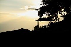 Cabana da silhueta pelo mar Fotografia de Stock