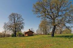 Cabana de Adobe na montanha Fotos de Stock Royalty Free