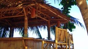 Cabana de bambu pelo mar vídeos de arquivo