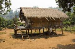 Cabana de bambu tribal imagens de stock
