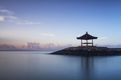 Cabana de descanso na praia de Sanur, Bali Foto de Stock Royalty Free