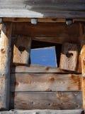 Cabana de madeira com obturador do coração Fotografia de Stock Royalty Free