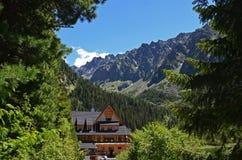 Cabana de madeira da montanha em Tatras alto, Eslováquia imagem de stock