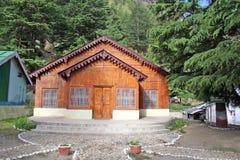 Cabana de madeira do registro com projeto do vintage em Gangotri india fotos de stock
