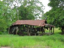 A cabana do abrigo em um campo é criada a fim descansar após o cultivo tailândia imagens de stock royalty free
