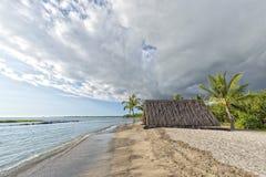 Cabana havaiana na praia Imagens de Stock Royalty Free