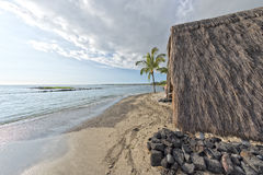 Cabana havaiana na praia Fotografia de Stock