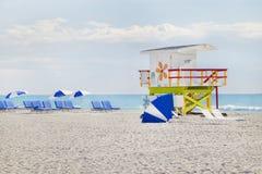 Cabana icónica do Lifeguard, praia sul, Miami Imagens de Stock