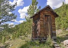 Cabana rústica de madeira do vintage na cidade velha da mineração no mounta fotografia de stock royalty free