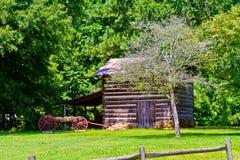 Cabana rústica de madeira no parque da Hagan-pedra Imagens de Stock