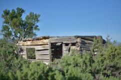 Cabana rústica de madeira velha do tempo imagem de stock royalty free