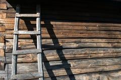 Cabana rústica de madeira rústica, fundo da casa da quinta Fotografia de Stock